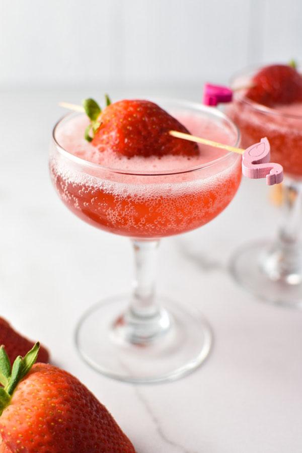 sparkling strawberry mocktail