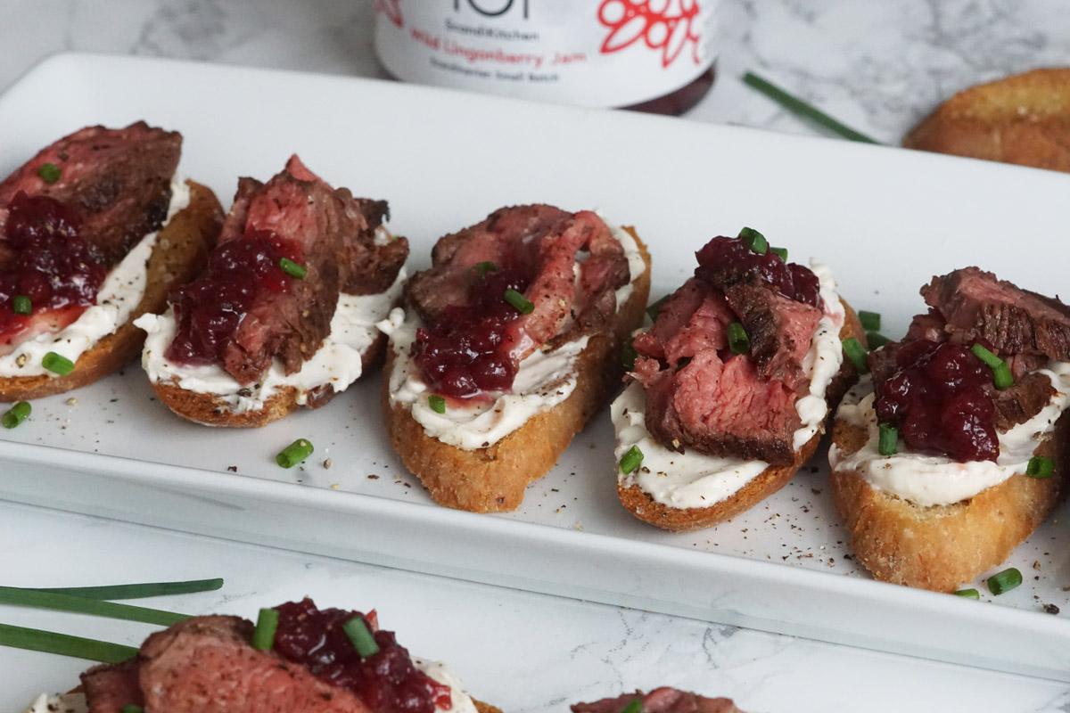 Steak Crostini With Horseradish Spread